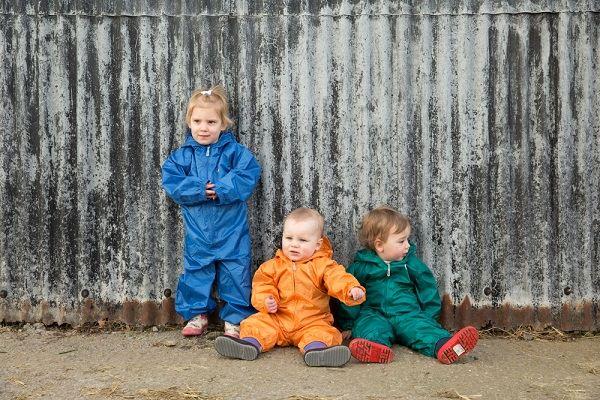 Monos de lluvia niños