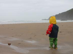Jugar en la playa en invierno