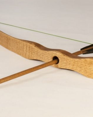 Arco y flechas de madera