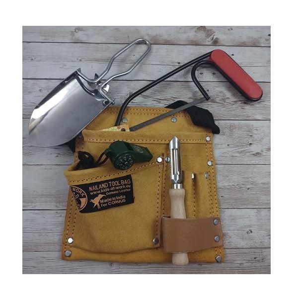 cinturón herramientas bosque