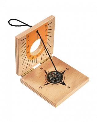 Brújula y reloj de sol de madera